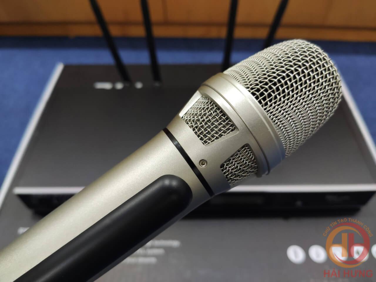 Cận cảnh Micro không dây Hai Audio DB32 với thiết kế cực kỳ chắc chắn